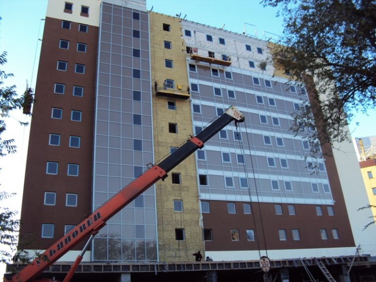 hotels-samara_ibis_hotel_and_office_building_complex_intro02
